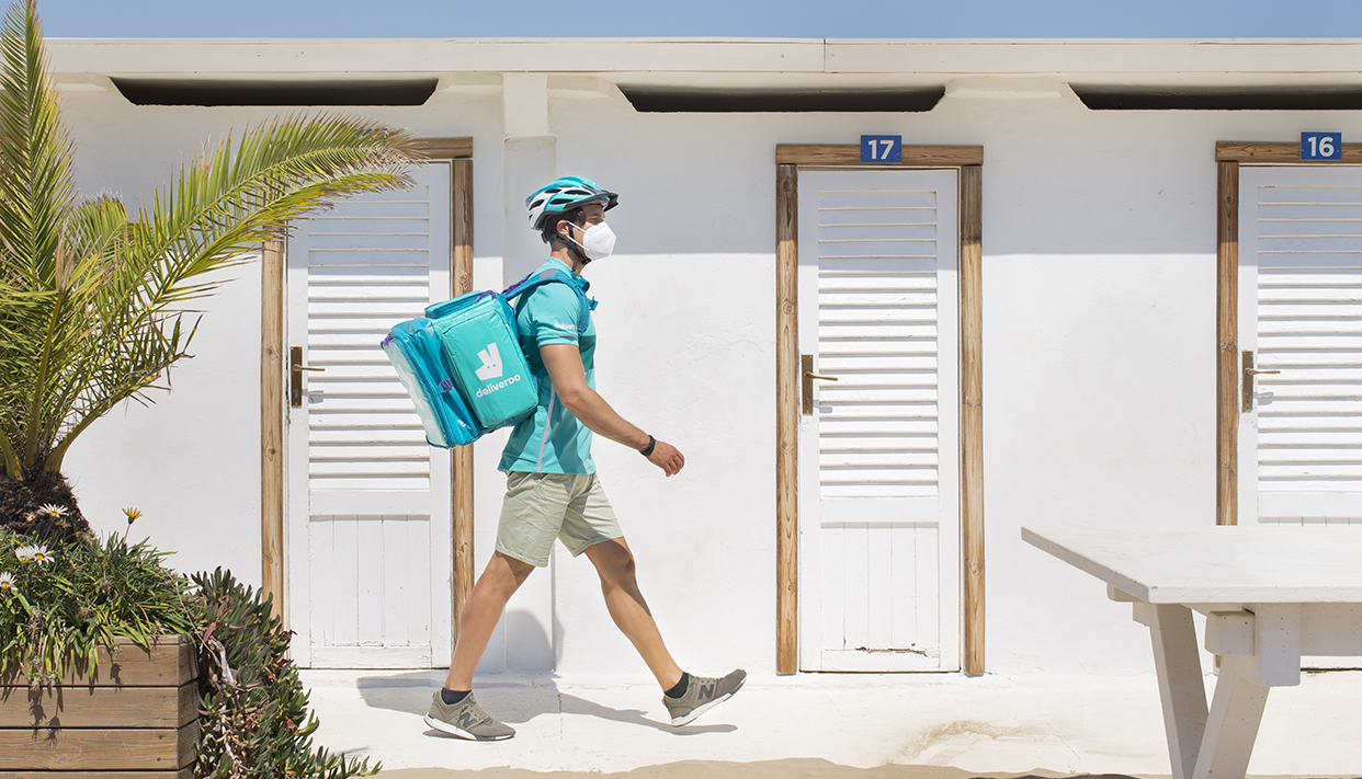 Deliveroo-Beach-3