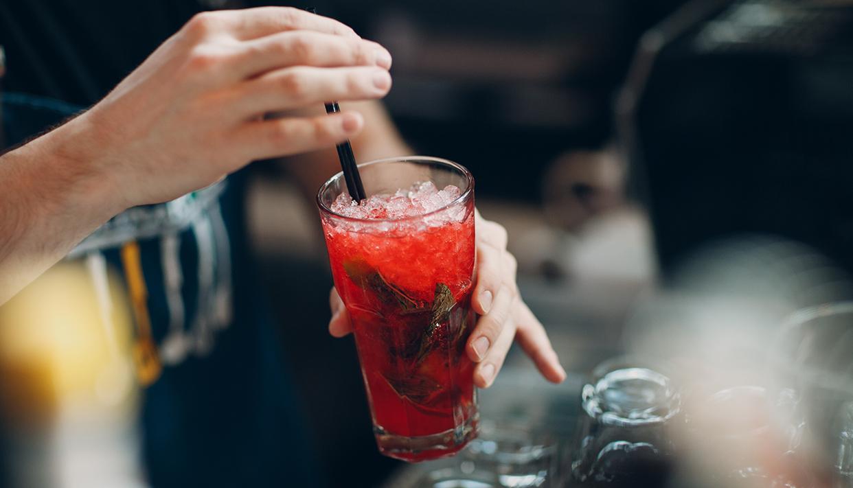 Bartender makes red ice lemonade