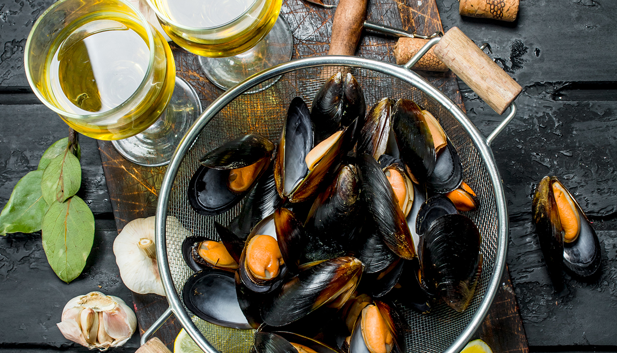 Fresh seafood clams with white wine.